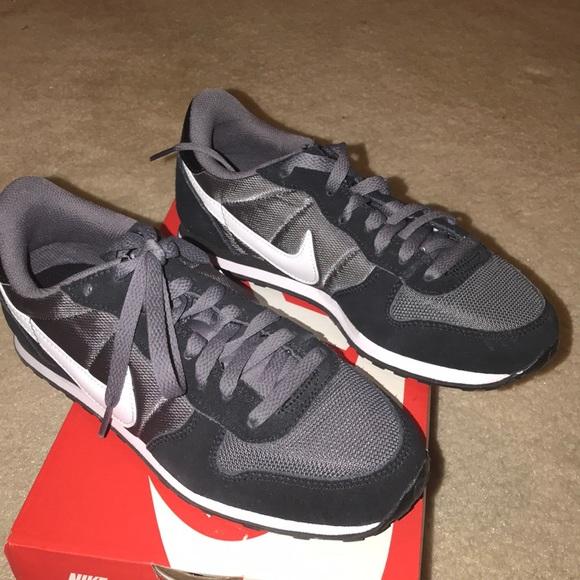 BRAND NEW Nike Genicco
